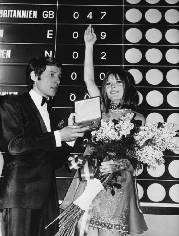 Sandie Shaw premiata da Udo Jürgens